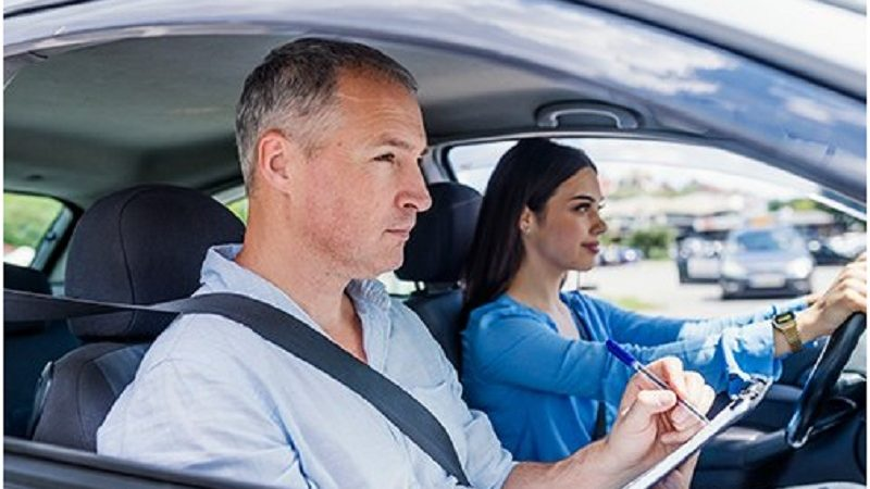 Why Only Opt For A Driving School To Learn And Not Get A Friend To Teach?