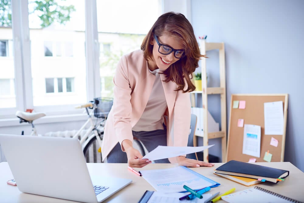 What is the difference between a Secretary and an Executive Assistant in Hong Kong when it comes to Secretarial Services?
